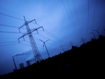 La CNMC plantea rebajar los peajes eléctricos