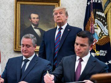 Estados Unidos y Guatemala firman un acuerdo que restringirá las peticiones de asilo