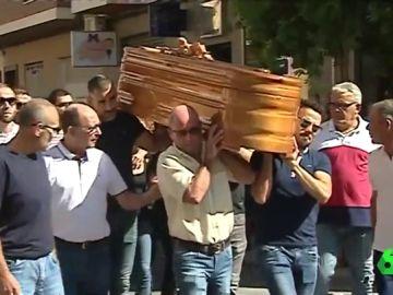 Vecinos de Beniel despiden al niño de 11 años asesinado a puñaladas por su padre
