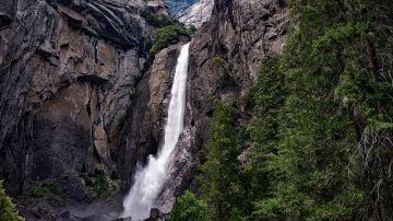Imagen de archivo de una cascada