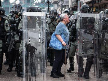 La anciana que se ha convertido en icono en las protestas de Hong Kong