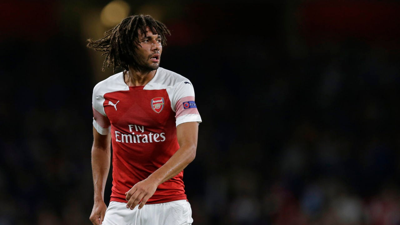 Mohamed Elneny, disputando un partido con el Arsenal