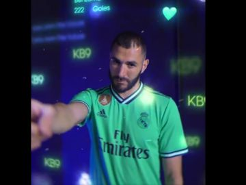 Karim Benzema, con la nueva equipación del Real Madrid