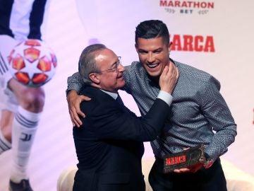 Florentino Pérez y Cristiano Ronaldo se abrazan