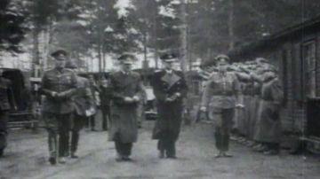 La historia del escolta al que condecoraron por salvar la vida a Hitler y todas las veces que intentaron matar al dictador