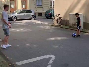El bonito gesto de Marco Reus con un niño en plena calle