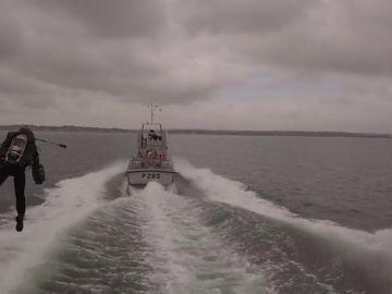 El 'Iron Man' británico que sobrevuela el canal de la Mancha con la ayuda de la Marina Real Británica