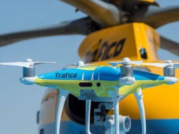 Noticias de la mañana (01-08-19) Los drones de la DGT empiezan a multar este jueves en plena operación salida de agosto