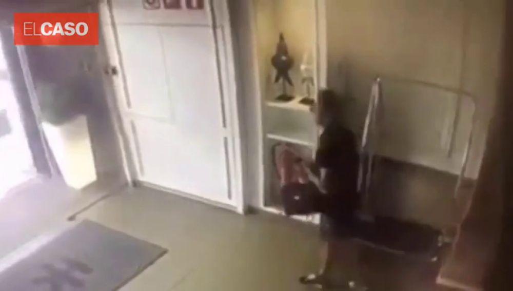 El ladrón con el bolso robado.