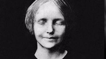 De como una desconocida ahogada en el Sena pasó a ser el rostro más besado de la historia