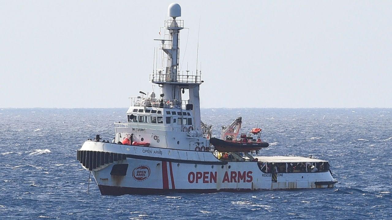 Seis países, entre ellos España, se ofrecen a acoger a los migrantes del Open Arms