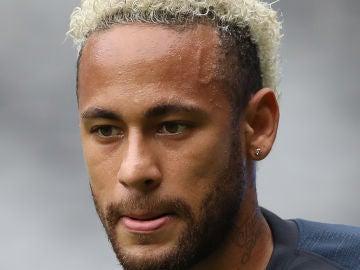 Neymar, pendiente de su futuro