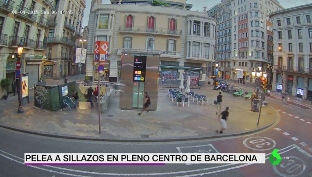 Brutal pelea a sillazos en pleno centro de Barcelona