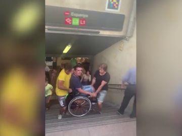 La odisea de un chico en silla de ruedas para salir del Metro de Barcelona