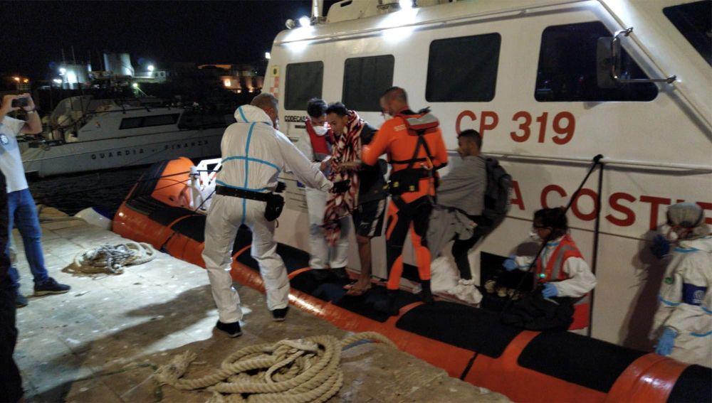 El Open Arms evacua a otras cuatro personas