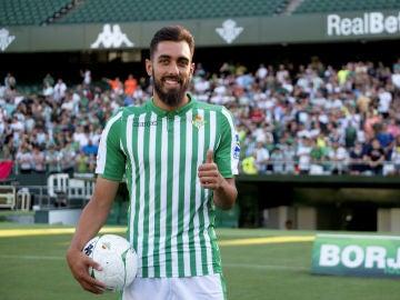 Borja Iglesias, presentado con el Betis
