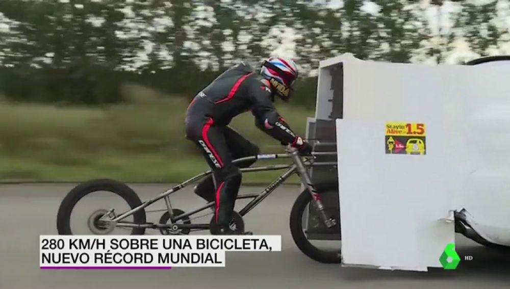 Neil Campbell bate el récord mundial de velocidad en bicicleta tras alcanzar los 280 kilómetros por hora