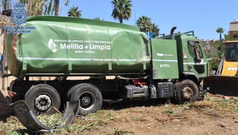 Camión cisterna accidentado en Melilla