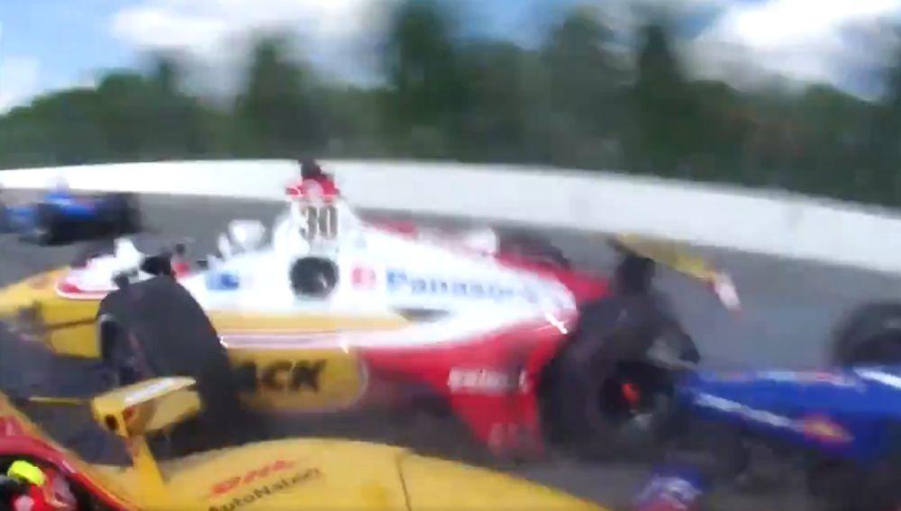 Terrible accidente en la IndyCar
