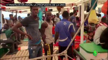 Peleas, ataques de pánico e intentos de suicidio: la desesperada situación en el Open Arms tras 18 días bloqueados