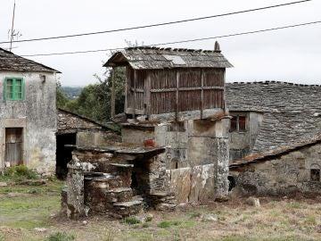 Imagen de una de las viviendas de la aldea que un grupo de amigos planean comprar para pasar allí su jubilación