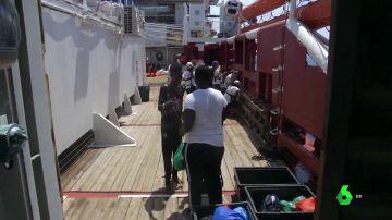 El barco Ocean Viking sigue sin puerto tras 12 días con 356 migrantes a bordo