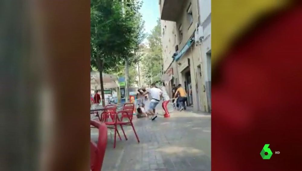 La brutal pelea a sillazos en una terraza de L'Hospitalet de Llobregat