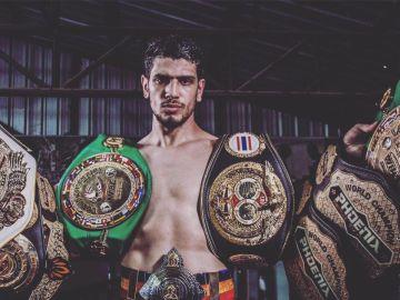 Youssef Boughanem, con sus títulos