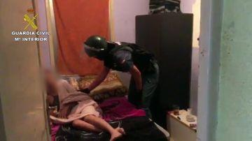 La Guardia Civil, en colaboración con la Policía de Rumanía, ha logrado liberar a una mujer que se encontraba retenida contra su voluntad en Huesca.
