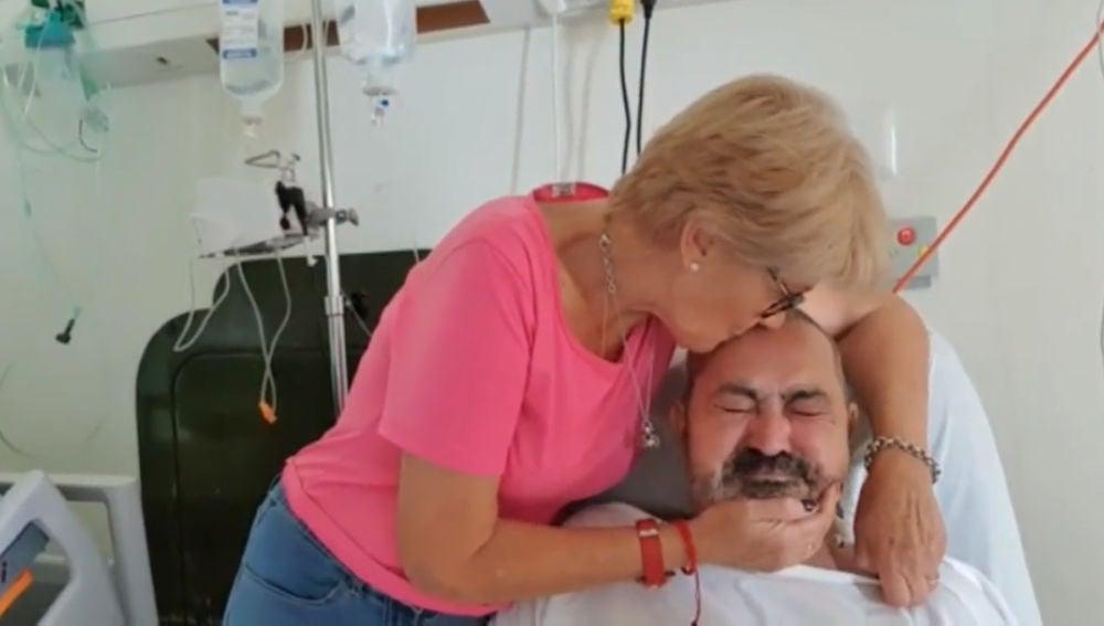 Araceli Esteban y Jesús García en el hospital de Punta Cana