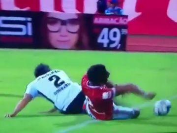 Espeluznante lesión de un jugador de Segunda en Brasil