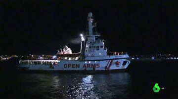 El barco que rescató a los 83 migrantes.