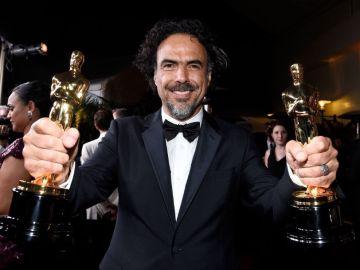 Alejandro G. Iñárritu con dos Premios Oscar.