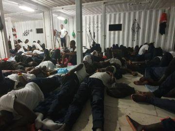 Situación de emergencia en el 'Ocean Viking', con 356 migrantes a bordo