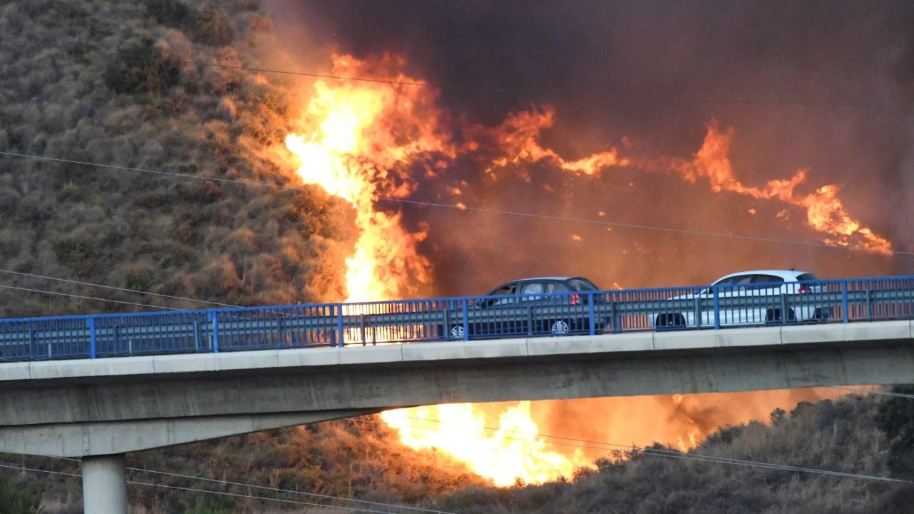 Imagen del incendio declarado en la zona de Altos de Marbella.
