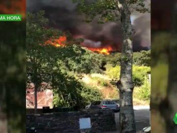 Un incendio forestal obliga a evacuar por completo Almonaster La Real, en Huelva