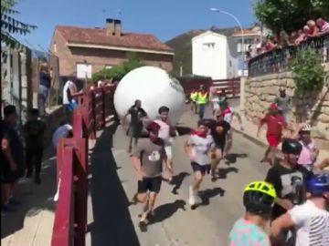 Polémica en el municipio madrileño de Mataelpino por las medidas de seguridad en su tradicional 'Boloencierro'