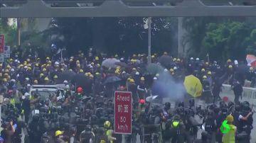 Violencia en las calles de Hong Kong en el 12 fin de semana de protestas