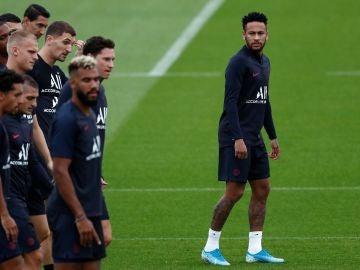 Neymar, entrenando con sus compañeros del PSG