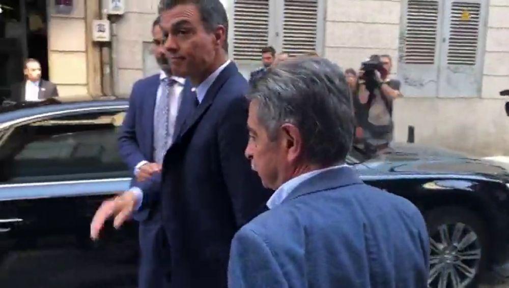 """El momento en que un camarero llama """"hijo de puta"""" a Pedro Sánchez y que provoca el enfado Revilla"""