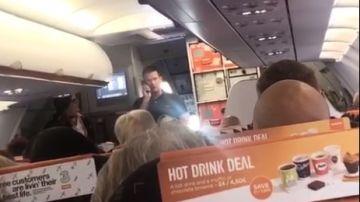 Un pasajero pilota el avión en el que viajaba para evitar que cancelasen su vuelo