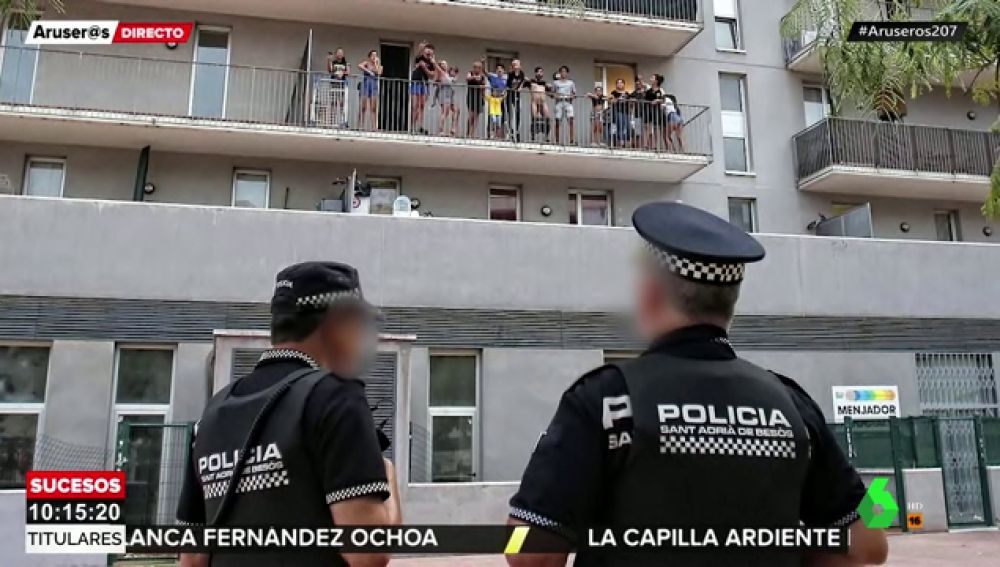 Los familiares del autor del apuñalamiento mortal en Puerto Olímpico de Barcelona reciben desnudos a la Policía