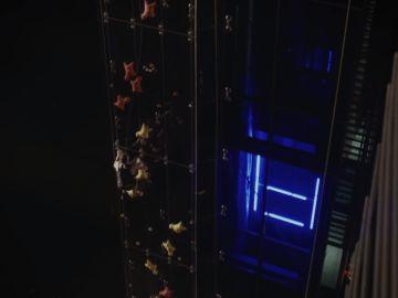 Marcin Dzieński, contra un ascensor