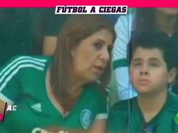 La FIFA nomina como 'Mejor Hincha del Año' a la madre que narra a su hijo ciego los partidos del Palmeiras