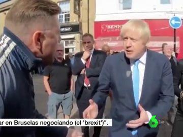"""Increpan a Boris Johnson en plena calle por la suspensión del Parlamento: """"Váyase de mi ciudad"""""""