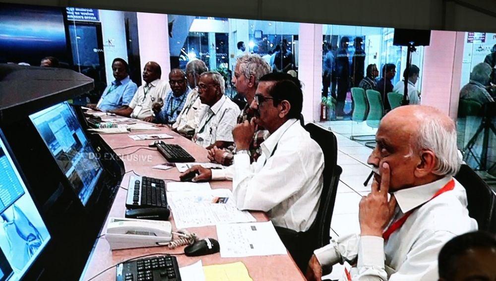 Una captura de televisión de la Organización de Investigación Espacial de la India (ISRO) tras perder contacto con el módulo espacial indio Chandrayaan-2