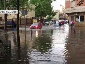Las lluvias torrenciales acompañadas de potentes rachas de viento dejan inundaciones en la mitad sur peninsular