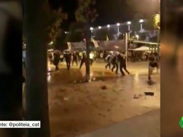 Batalla campal en Sabadell: unos disturbios en las fiestas dejan nueve detenidos y cuatro mossos heridos