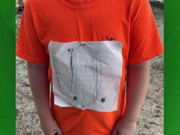 Un niño sufre acoso en el colegio por dibujar la camiseta de su equipo favorito