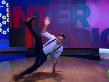 """El espectacular baile de Wyoming para animar a Pedro Sánchez y Pablo Iglesias: """"Más negociación y más flow"""""""